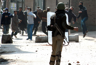 Photo of Fresh clashes in Kashmir over protester's death