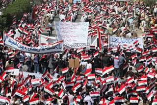 Photo of Iraqis rally on anniversary of US occupation