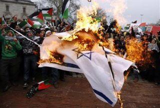Photo of Turks protest Israeli mosque burning