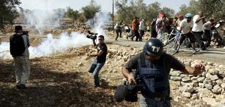 Photo of IFJ condemns Israeli assaults on journalists