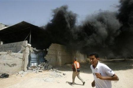 Photo of Israeli planes pound southern Gaza