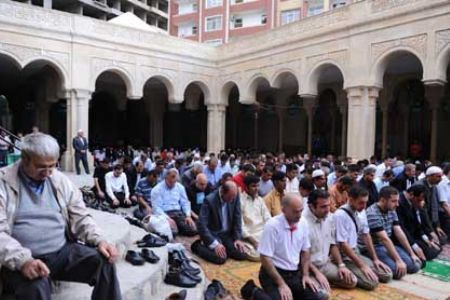 Photo of Azerbaijan bans prayers in barracks