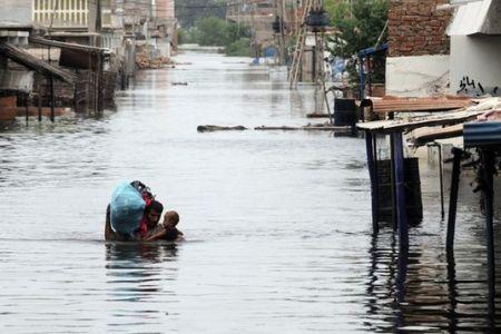 Photo of Thousands more flee Pakistan floods