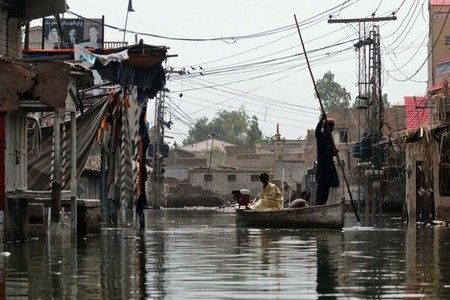 Photo of Iran details relief aid to Pakistan