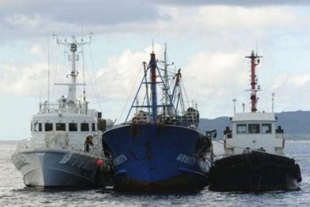 Photo of China again warns Japan to free captain