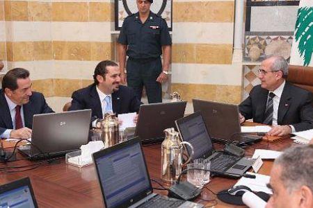 Photo of Lebanon cabinet welcomes Iran pres.