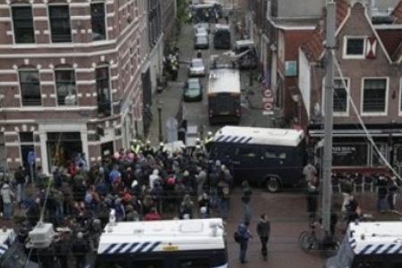 Photo of Amsterdam squatters clash with police