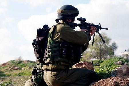 Photo of Israeli troops shoot Palestinian worker