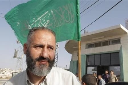 Photo of Israeli forces abduct Hamas lawmaker
