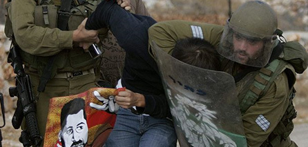 Photo of Soldiers attack Bilin weekly protest