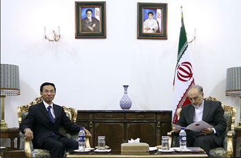 Photo of Salehi receives Chinese envoy's copy of credentials