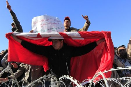 Photo of Clashes break out at Tunisia protest