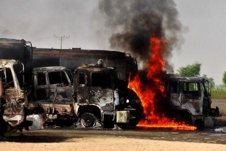 Photo of Militants torch four trucks in Pakistan
