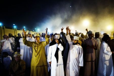 Photo of Omani protesters torch govt. building