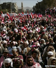 Photo of Yemenis Renew Call On Saleh To Quit