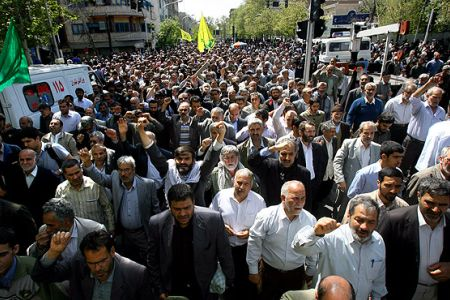 Photo of Iranian Muslims Protest Killing of Muslims in ME