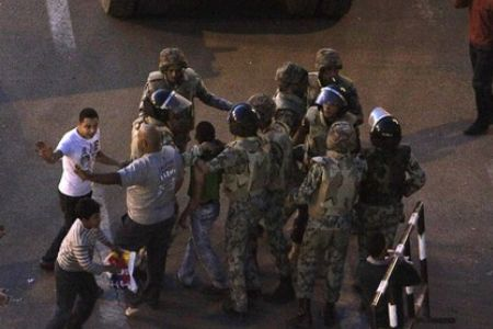 Photo of Egyptian soldiers clash with protesters