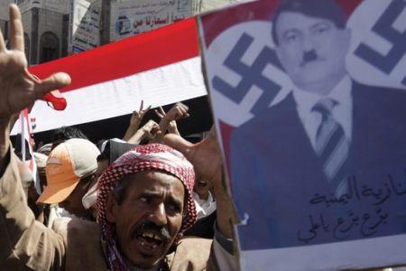 Photo of Yemen 'massacring' peaceful protesters