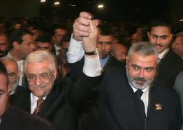 Photo of Palestinians sign unity agreement