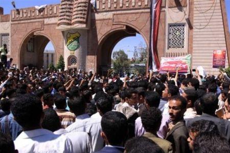 Photo of Yemeni students demand Saleh's ouster