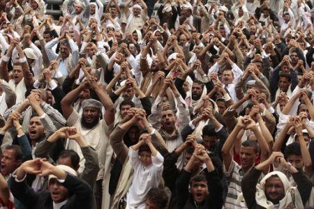 Photo of Yemenis urge Saleh to relinquish power