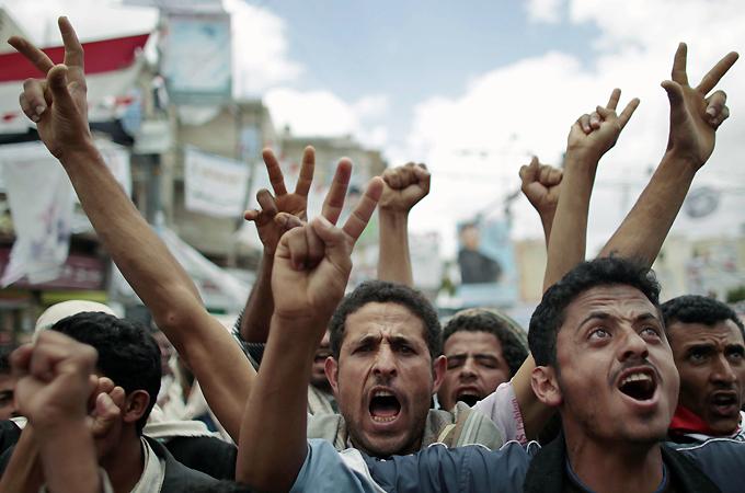 Photo of Thousands Flee Yemen as Battles Rage