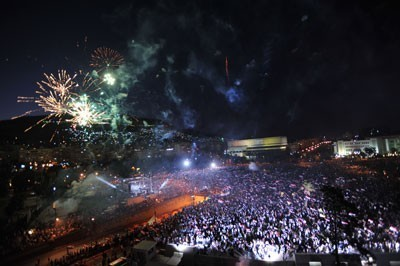 Photo of Hundreds of Thousands Swear Loyalty to Homeland in Umawiyeen Square, Rallies and Activities Continue across Syria