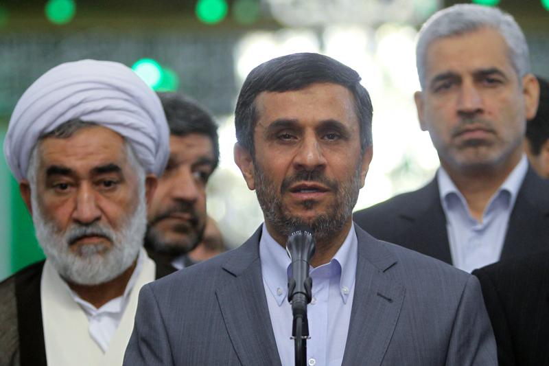 Photo of (photo) Cabinet members renew allegiance to late Imam Khomeini