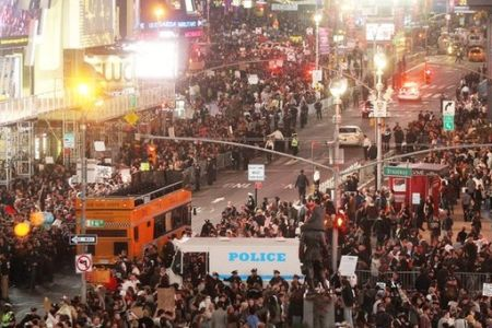 Photo of Occupy Wall Street Protesters Condemn Zionists for Economic Crisis in US