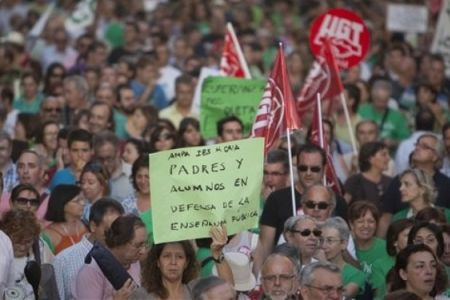 Photo of Spanish students, teachers hold rallies