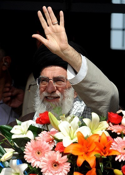 Photo of Supreme Leader warns against Shia-Sunni division