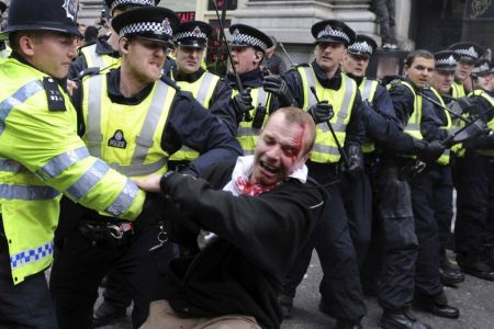 Photo of London arrests reach 50, tension grows