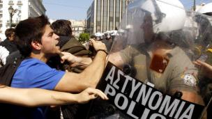 Photo of Police clashes with students in Athens