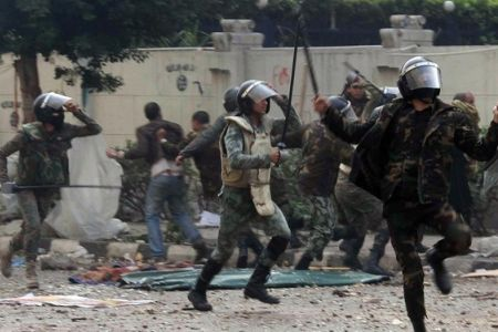 Photo of Brutal Egyptian police attack hospital in Cairo