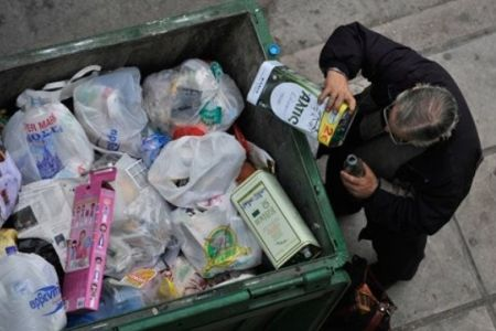 Photo of Millions of Greeks living in poverty
