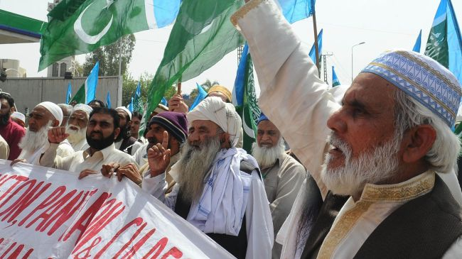 Photo of Pakistanis rally against possible reopening of NATO supply routes