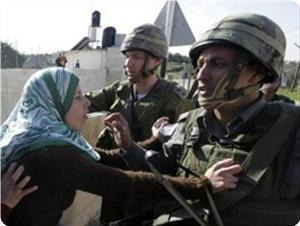 Photo of IOF soldiers arrest Palestinian woman
