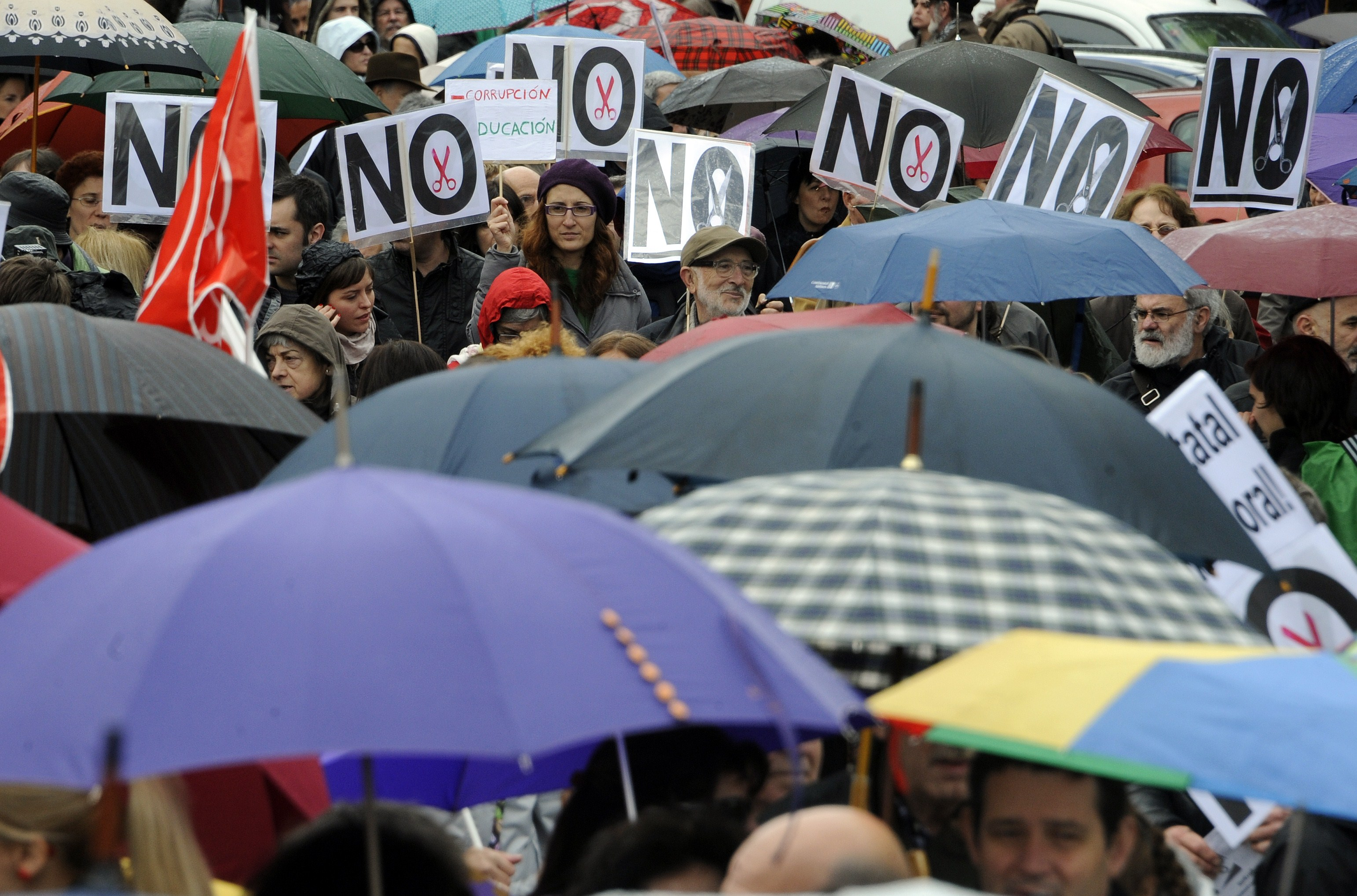 Photo of Thousands of Spaniards protest health, educational cuts