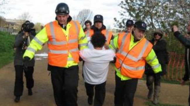 Photo of UK police arrest six occupy protesters