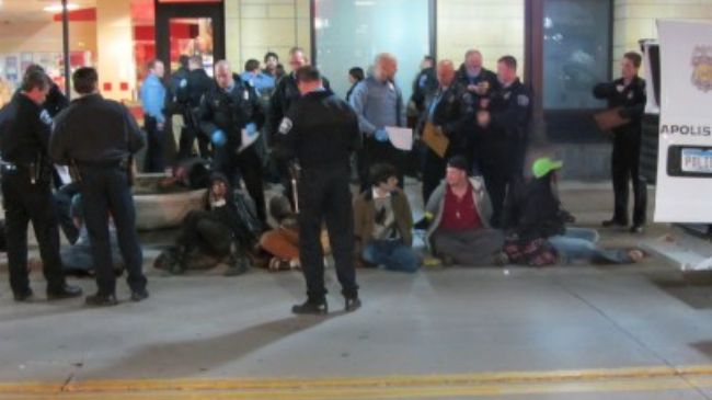 Photo of Video- Police arrest 10 Occupy Minneapolis protesters