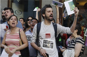 Photo of Spain's indignants out again in protest at Capitalism