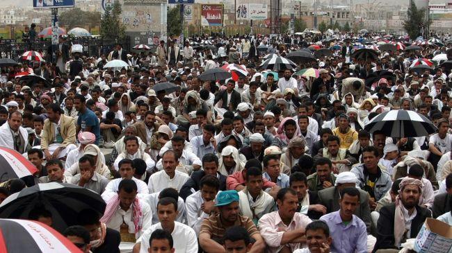 Photo of Yemenis in Taizz demand removal of Saleh regime members
