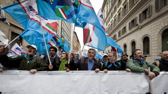 Photo of 100s protest pension overhaul in Rome