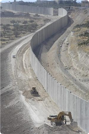Photo of Zionist Regime resumes building the separation wall