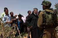 Photo of Zionist Enemy forced Palestinian farmers to leave their own lands
