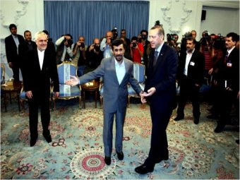 Photo of Ahmadinejad to Erdogan: Violence will benefit no side
