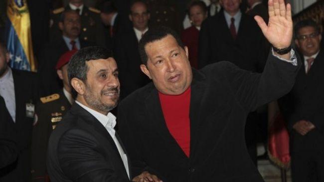 Photo of Ahmadinejad congratulates Chavez on election victory