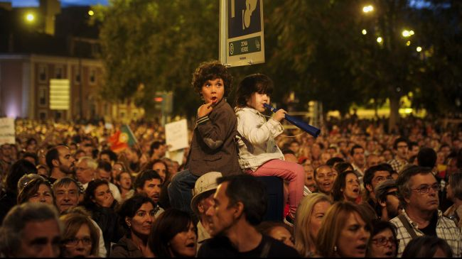 Photo of Culture is resistance, 1000s say at anti-austerity demos in Portugal
