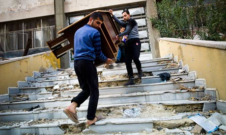 Photo of The Guardian: Syria Rebels Loot, Feud, Suffer Divisions