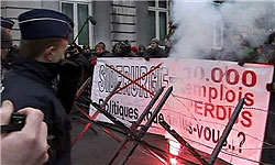 Photo of Belgian Police Fire Water Cannons to Disperse Striking Workers